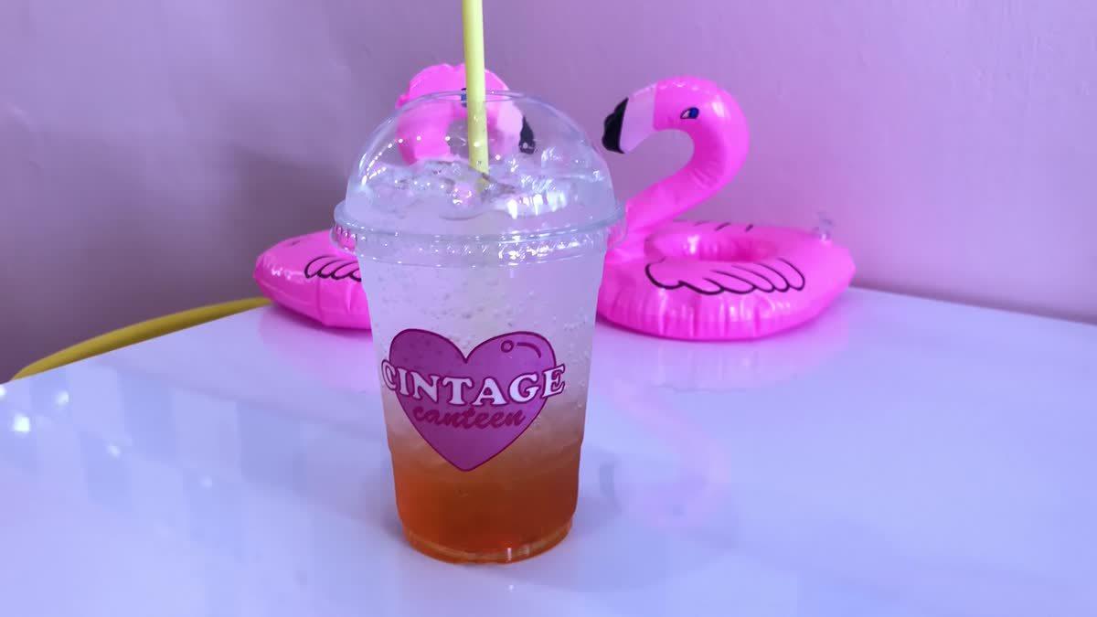 """ร้านสีชมพูน่ารัก """"Cintage School"""" กับคอนเซ็ปต์โรงเรียนของเหล่าวัยรุ่น"""