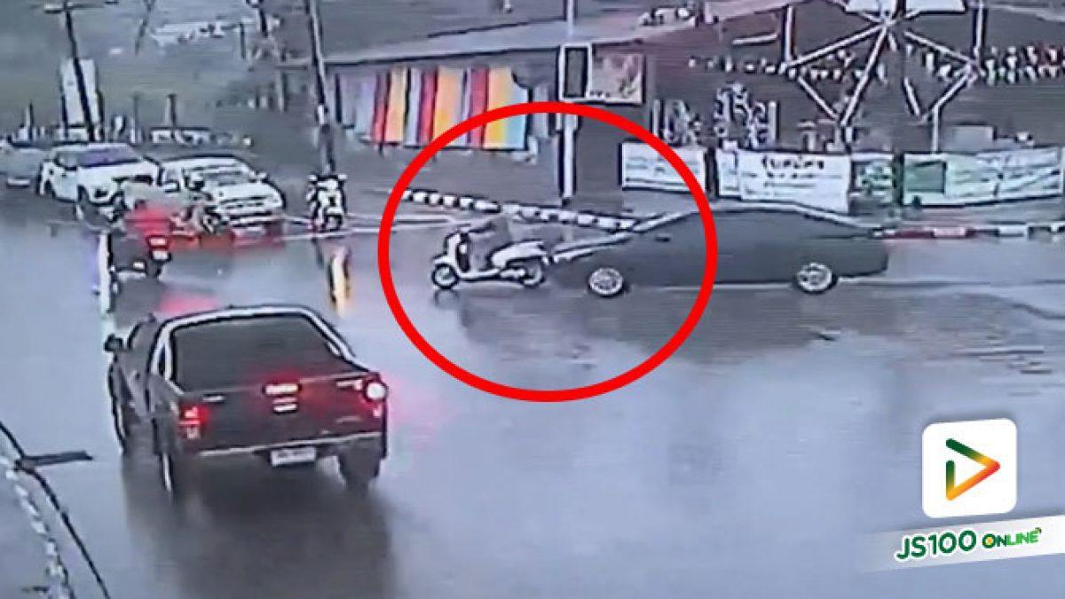 คงมัวมองแต่รถทางซ้ายจนลืมไปว่าข้างหน้าก็มี.. (15/09/2020)