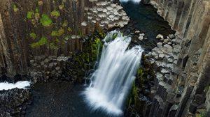 น้ำตกหินบะซอลต์ มหัศจรรย์แห่ง ไอซ์แลนด์