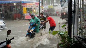 ฝนถล่ม! 'พัทยาน้ำท่วม' หลายพื้นที่บางจุดสูงกว่า 50 ซม.