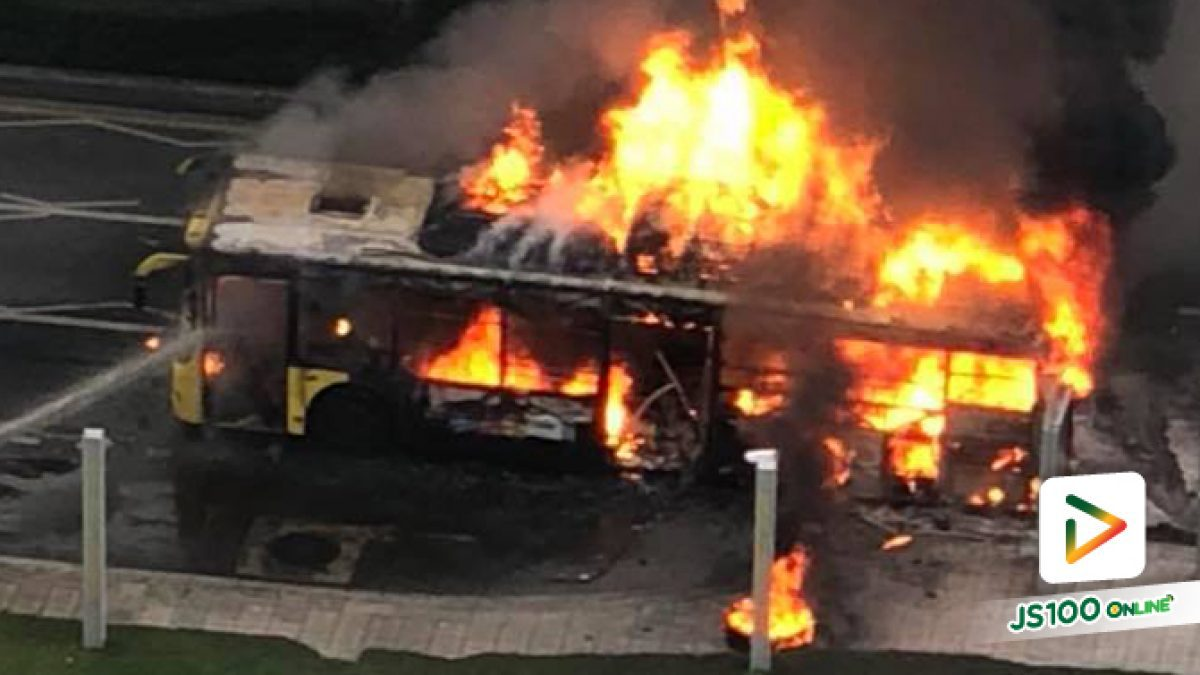 เพลิงไหม้รถเมล์ ที่หน้าเกตเวย์ เอกมัย ถ.สุขุมวิท (08-05-61)