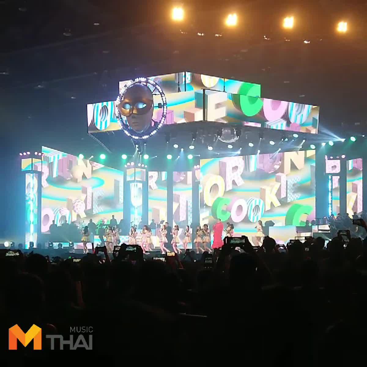 เซอร์ไพร้ส์! หน้ากากอีกาดำ-อีกาแดง เต้นคุกกี้ กับ BNK48 กลางคอนเสิร์ต