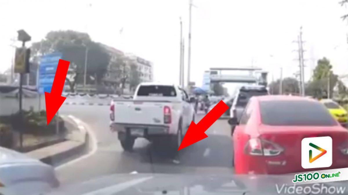 คลิปกระบะกับรถยนต์ขับแทรกขับปาด (08-05-61)