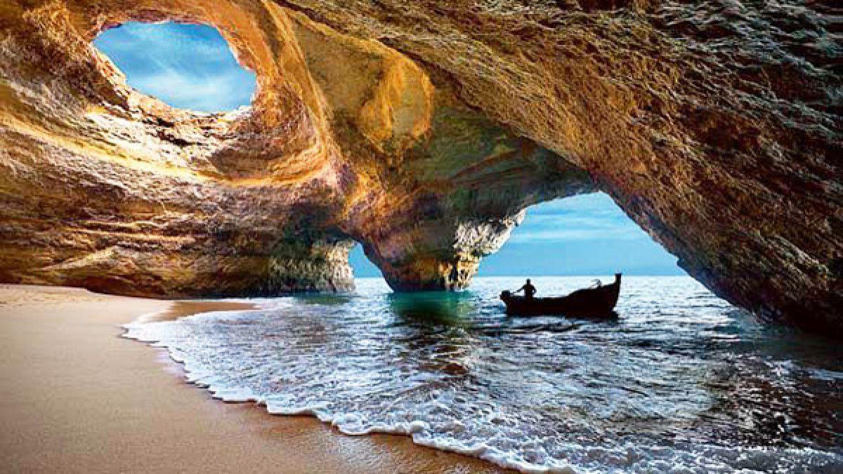 ชายหาดในถ้ำ (Cave Beach in Algarve) โปรตุเกส