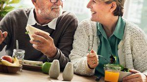 8 เคล็ดลับ เลือกทานอาหารอย่างไร ให้มีสุขภาพดี เมื่อก้าวเข้าสู่ช่วงสูงวัย
