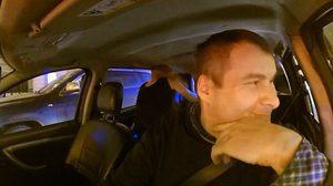 ที่นี่รัสเซีย!! คู่รักเตรียมจะฟิตเจอริ่งกันบน แท็กซี่ แถมยังไล่โชเฟอร์ลงจากรถอีก