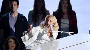 เลดี้ กาก้า เล่นเปียโนบอกเล่าความเจ็บปวดผ่าน Til It Happens to You บนเวที Oscars