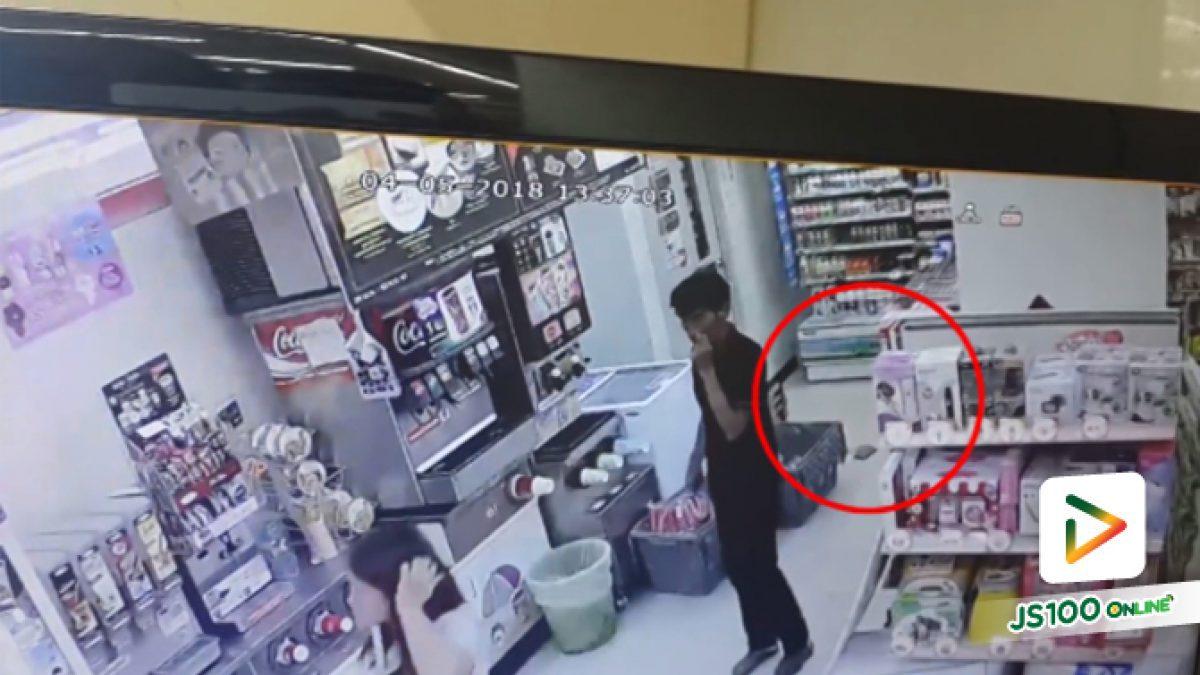 คลิปหญิงสาวทำกระเป๋าตังค์ตกในร้านสะดวกซื้อชายเดินมาเจอเก็บไว้กระเป๋ากางเกงเนียนไม่คืน (07-05-61)