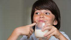 ทำไมเด็กแพ้นมวัว และวิธีรับมือกับอาการแพ้