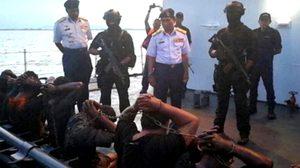 มาเลย์บุกช่วยลูกเรือไทย หลังถูกโจรสลัดดักปล้นเรือขนน้ำมัน กลางทะเล