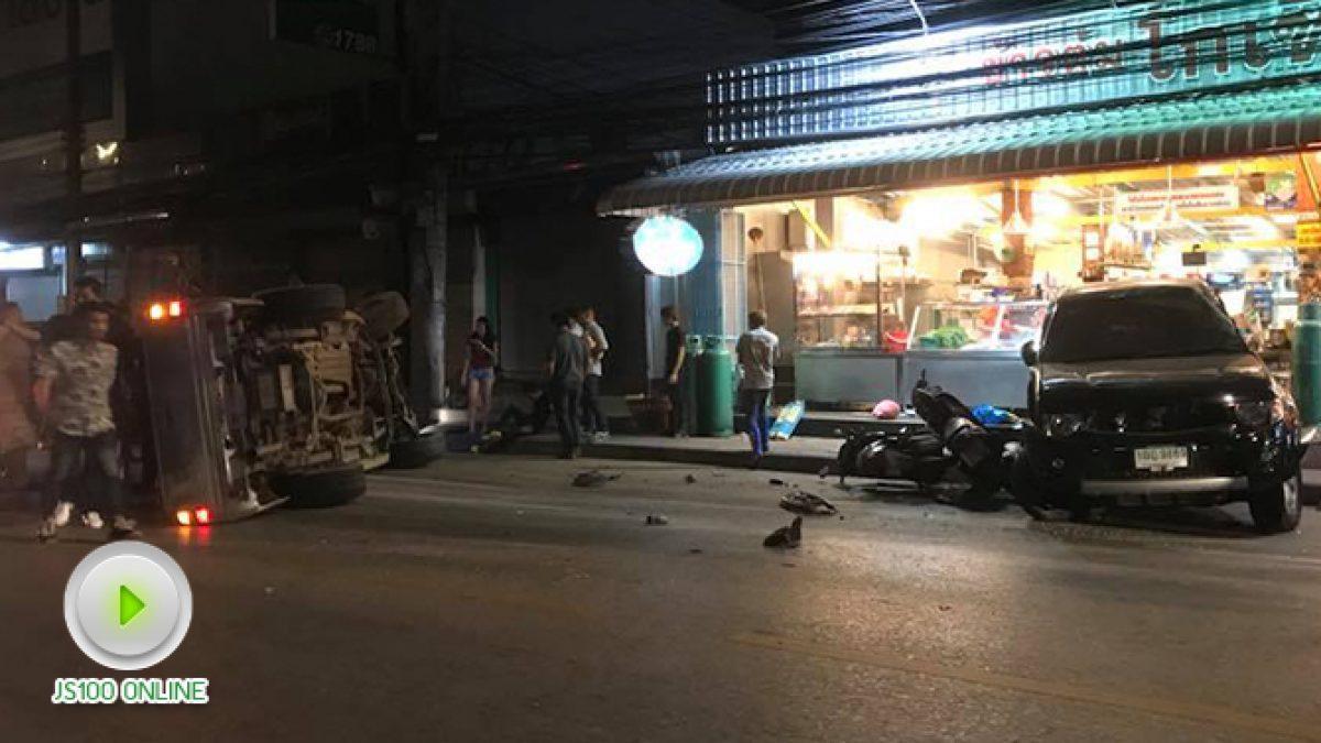 เหตุเกิดจากความเมา ปิคอัพเสียหลักพุ่งชนรถจอดริมถนน  ชนร้านข้าวต้มเสียหาย