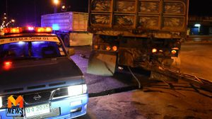 ระทึก ! รถพ่วงหนีด่าน ฝ่าไฟแดง พุ่งชนรถพ่วงอีกคันขาดสองท่อน