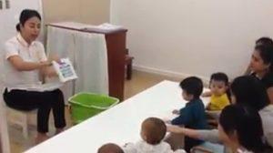 แชร์สนั่น! วิธีสอนหนังสือเด็กนร. ของครูสาวชาวลาว