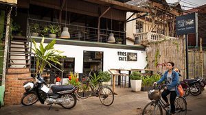 Bugs Cafe in Cambodia getting hot among locals and foreigners