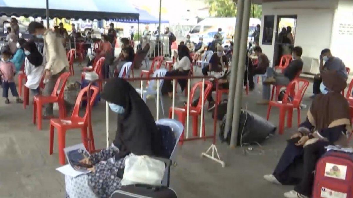 ตรวจสอบสถานที่กักคนไทยกลับจากมาเลเซียจ.ปัตตานี