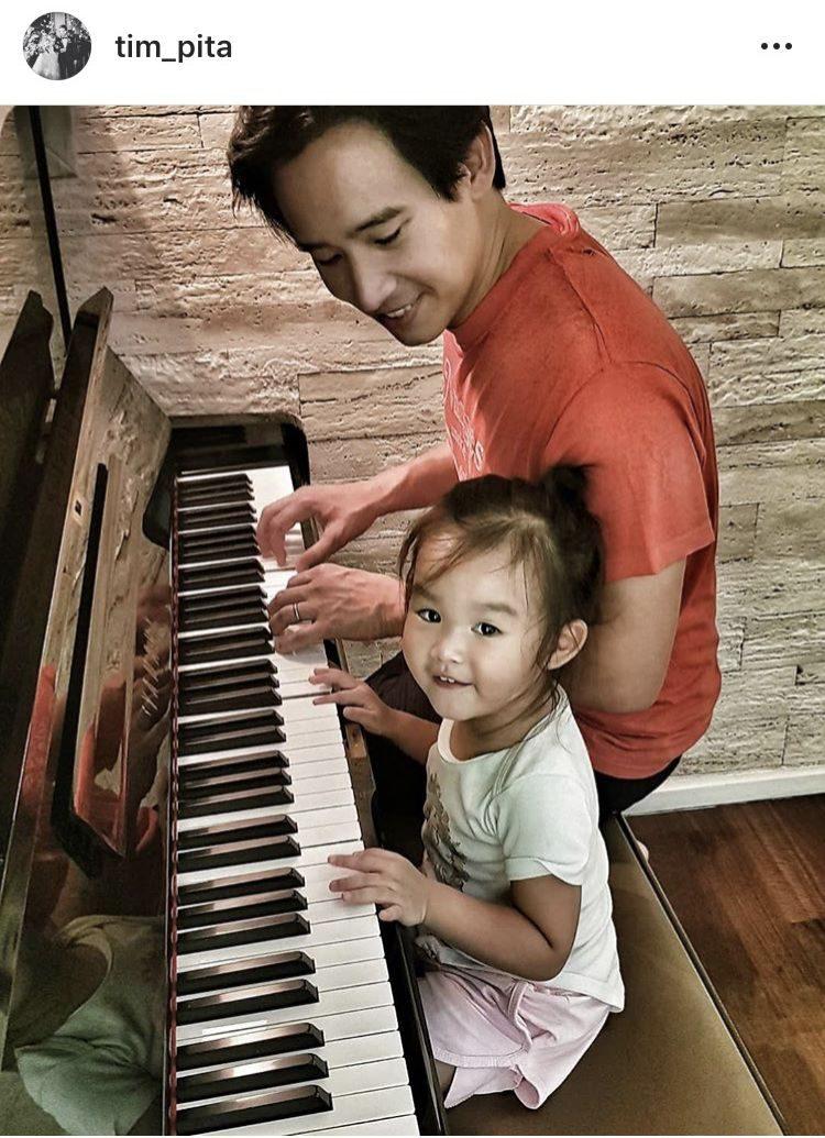 พ่อทิม-น้องพิพิม เล่นเปียโนกัน