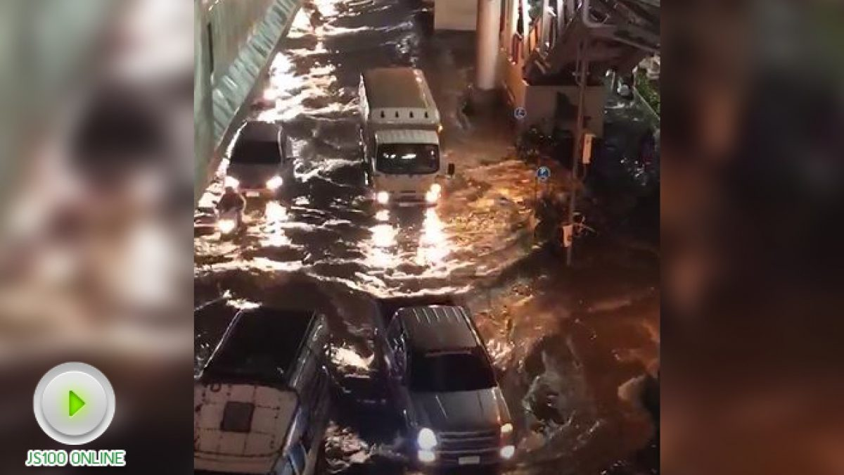 BTS บางหว้า ฝนตกหนัก ท่วมล้นฟุตบาท (24-10-2560)