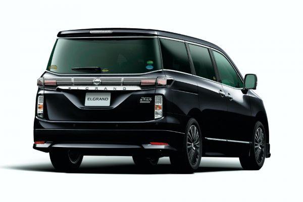 Nissan Elgrand Highway Star Jet Black Urban Chrome