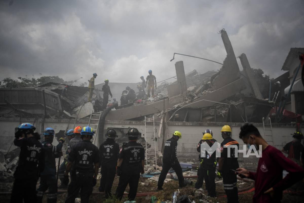 """""""นายกฯ"""" เสียใจ กรณีนักผจญเพลิงเสียชีวิตในเหตุไฟไหม้บ้าน-อาคารถล่ม"""