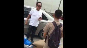 ชายขับเบนซ์ ตบหัวเด็กนักเรียน ไม่พอใจขี่รถเฉี่ยวชน