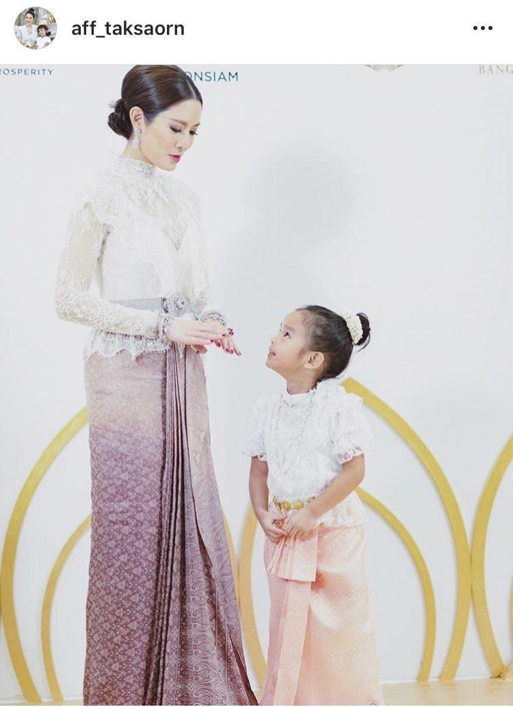 แอฟ ทักษอร-น้องปีใหม่ ลูกสาว กับชุดไทยงามงด