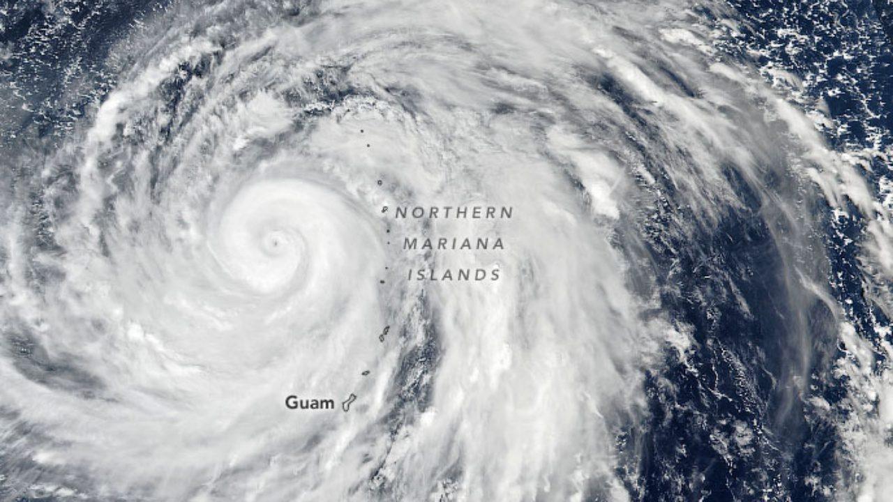 ภาพพายุไต้ฝุ่น บัวลอย ในแปซิฟิกจ่อถล่มญี่ปุ่น ช่วงสัปดาห์นี้
