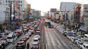 จี้ ตร.ตามเอาผิด คนขับรถขวางทาง ทำถนนงามวงศ์วาน รถติดยาวเหยียด