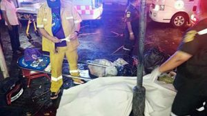 สาววัยเบญเพศเสียชีวิต หลังรถเก๋งแฉลบพุ่งชนระหว่างรอรถเมล์