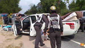 แค่ไม่มีใบขับขี่!! หนุ่มพาเมียซิ่งรถกระบะแหกด่านตรวจ