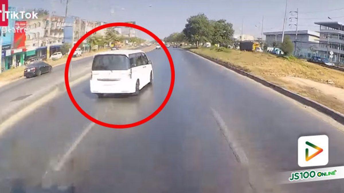เข้าทางออกไม่พอ ยังกล้าปาดหน้ารถบรรทุกอีกหนอ (06/01/2021)