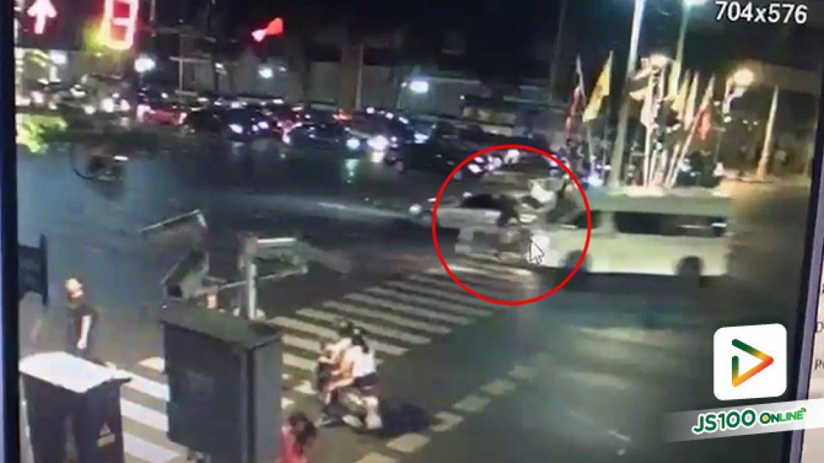 รถตู้ชนคนข้ามถนนบาดเจ็บ ตรงทางม้าลาย ถ.ราชดำเนินกลาง ก่อนหลบหนีลอยนวล(08-01-2562)