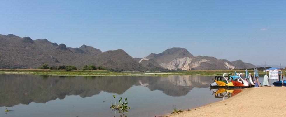หาดทรายน้ำจืด หาดทรายชุกโดน หรือ หาดทรายท่อล้อ กาญจนบุรี