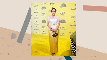 นาตาลี เดวิส อวดลุคชุดไทย ในงาน LA Fashion Week