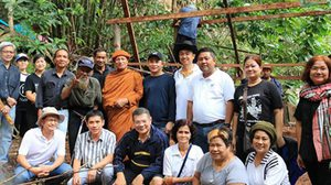 วอนช่วย ผู้เฒ่าพิการไร้ญาติ อาศัยในเพิงริมภูเขาช้าง กลางเมืองพังงา