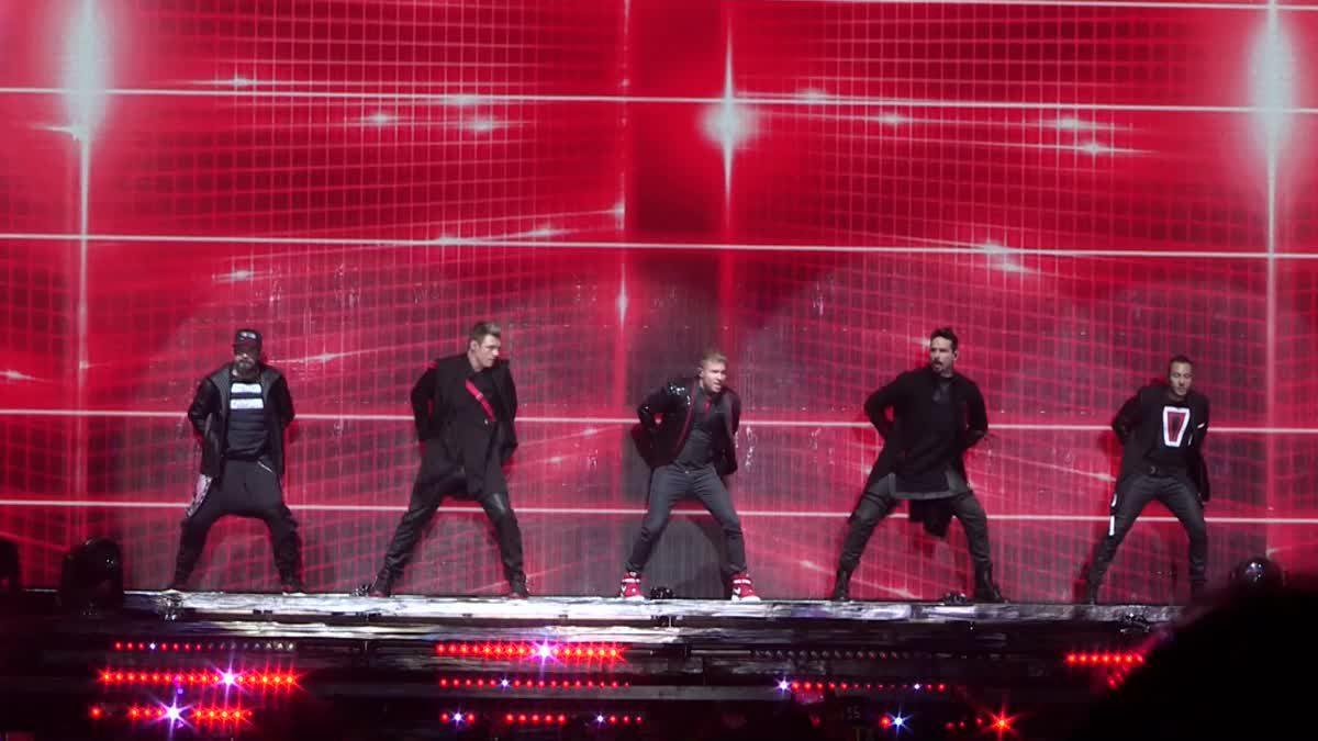 บรรยากาศคอนเสิร์ต Backstreet Boy สมดีกรีบอยแบนด์ในตำนาน!