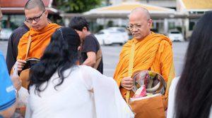 คนร่วมอนุโมทนาบุญ  รัฐมนตรียุติธรรมอินเดีย โผล่เข้าพิธีบวชที่ไทย