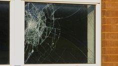 กระจกร้าว เปลี่ยนง่าย วิธีเปลี่ยนบานกระจก ให้ปลอดภัยหายห่วง