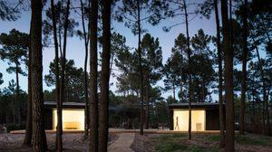บ้านแนวมินิมอล น้อยแต่ปังสงบเงียบเรียบง่ายกลางป่าสน