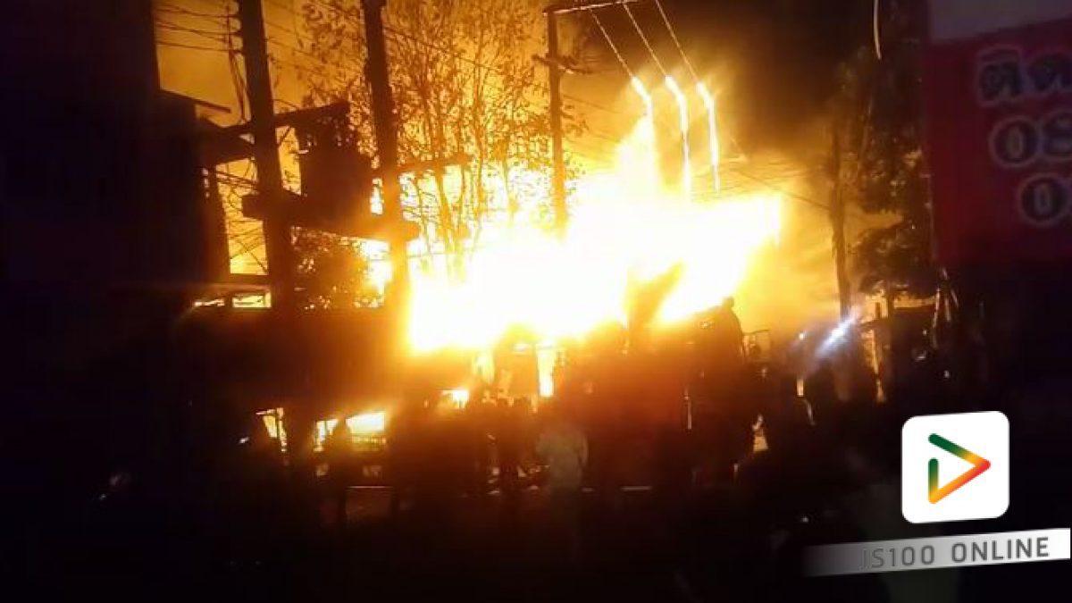 เกิดเหตุเพลิงไหม้บ้านเรือนประชาชนในตลาดเก่าภาชี อ.ภาชี จ.พระนครศรีอยุธยา เพลิงกำลังลุกลาม จนท.ดพ.กำลังดำเนินการ (10-03-2561)