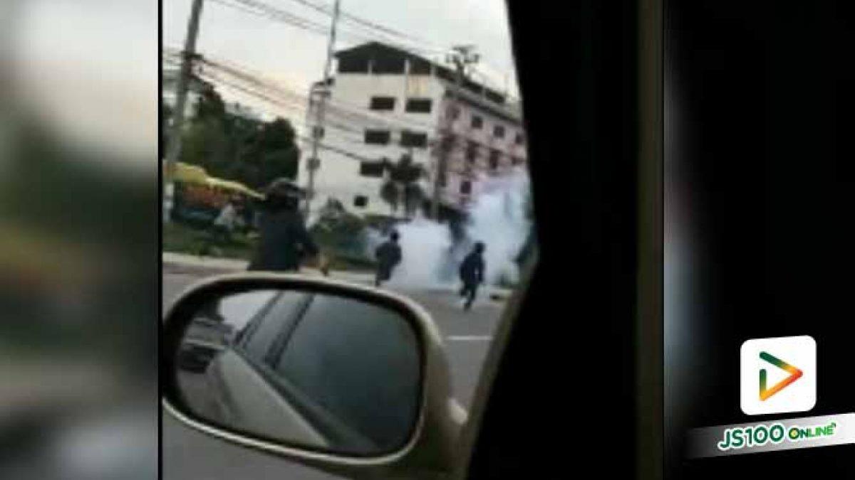 วัยรุ่น 2 กลุ่มไล่ตีกัน โชว์เก่งบนถนนพระราม 2 ไม่สนใจว่ารถคันอื่นจะเป็นอย่างไร