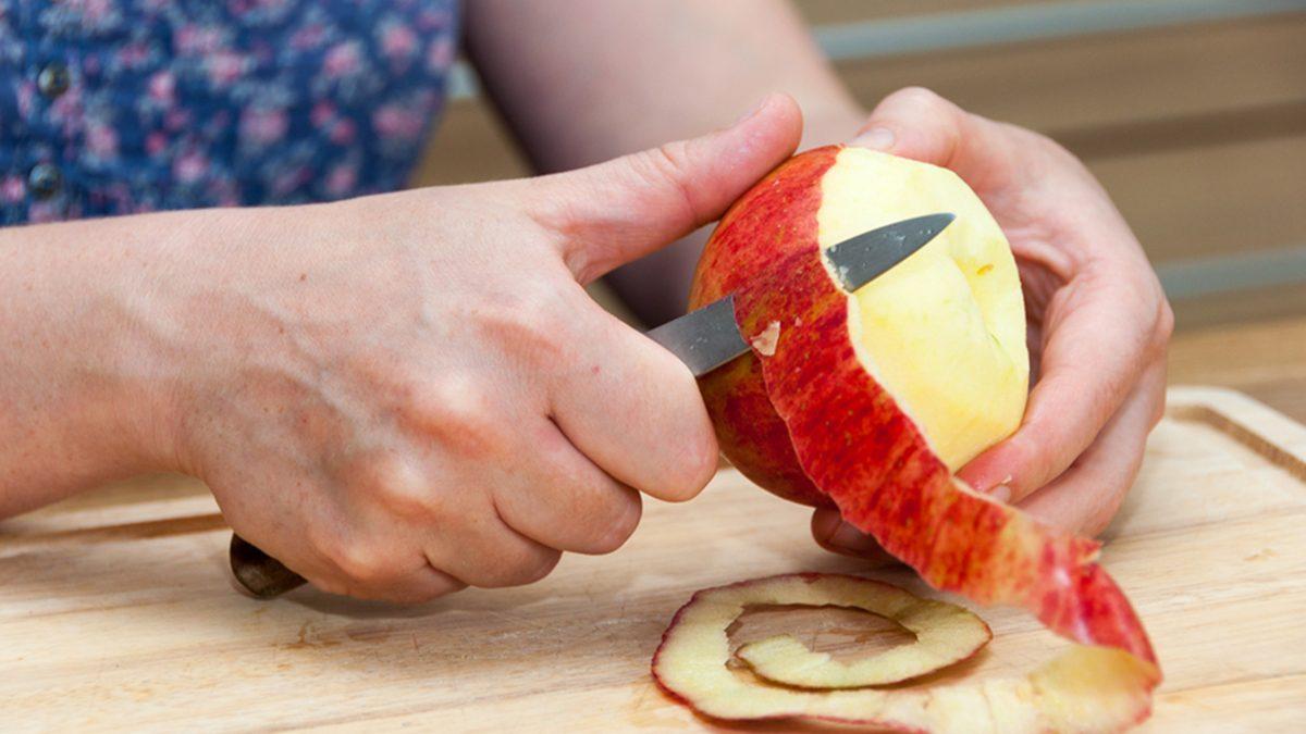 ปอกแอปเปิ้ล ยังไงไม่ให้ดำ วิธีป้องกันผิวของผลไม้ไม่ให้ดำ