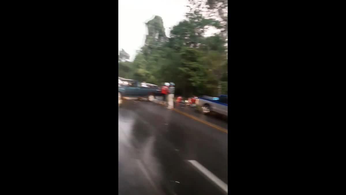 ฝนตกถนนลื่น รถชนท้ายกันนับ 10 คัน บนถนนสายดอยสะเก็ดเชียงราย