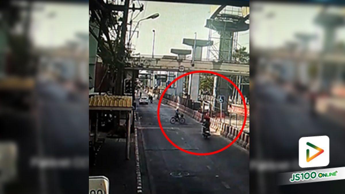หนุ่มซิ่งจยย. พุ่งชนจักรยานข้ามถนน เสียชีวิต 1 คน บาดเจ็บสาหัส 2 คน (11/04/2020)