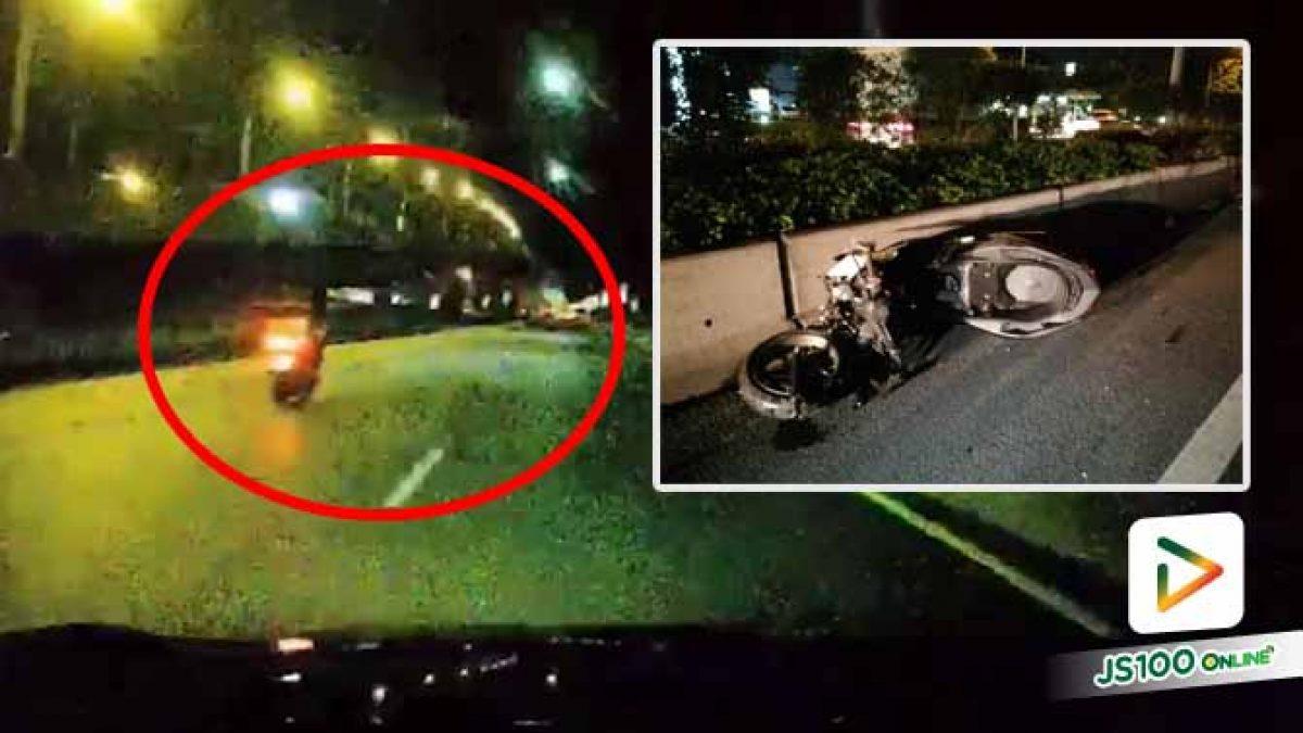 จยย.ซิ่งพุ่งชนท้ายรถบรรทุกเสียหลักล้ม ก่อนถูกเก๋งทับซ้ำ เสียชีวิต (02/10/2020)