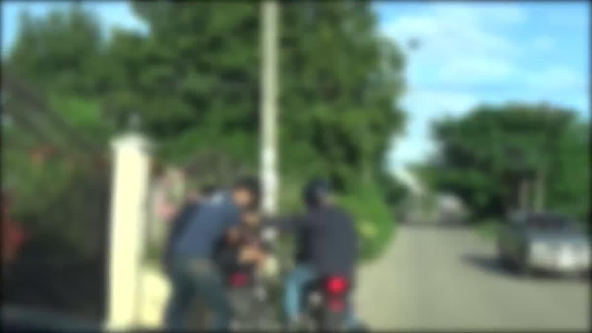 คลิปนาทีตำรวจ ขี่รถไล่บี้ จับกุมตัวพ่อค้ายาบ้า