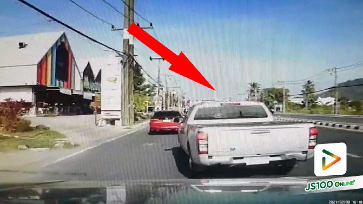 ก็จะส่งคนในรถ อยู่เลนขวาปาดเข้าซ้ายสุดได้แค่เปิดไฟเลี้ยว.. (08/02/2021)
