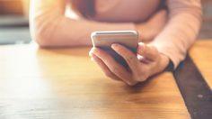 3 เหตุผล ทำไมผู้หญิงหลายๆ คน ยังส่องเฟซบุ๊กของแฟนเก่าอยู่