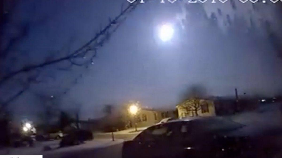 ปรากฏการณ์ดาวตกเหนือท้องฟ้าสหรัฐฯ-แคนาดา