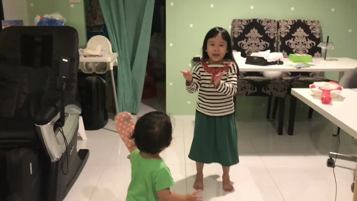 English with Rainnie EP.55 - Learning through singing with P'Gin.