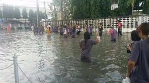 """ภาพ """"นิคมฯ บางปู"""" กลายเป็นทะเล หลังถูกฝนถล่ม น้ำท่วมขัง"""